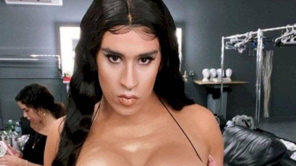 Bad Bunny, artista de pop latino y reggaetón, en el videoclip de su sencillo Yo perreo sola. (YouTube)
